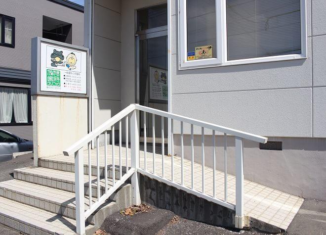医院の入り口はスロープになっています。