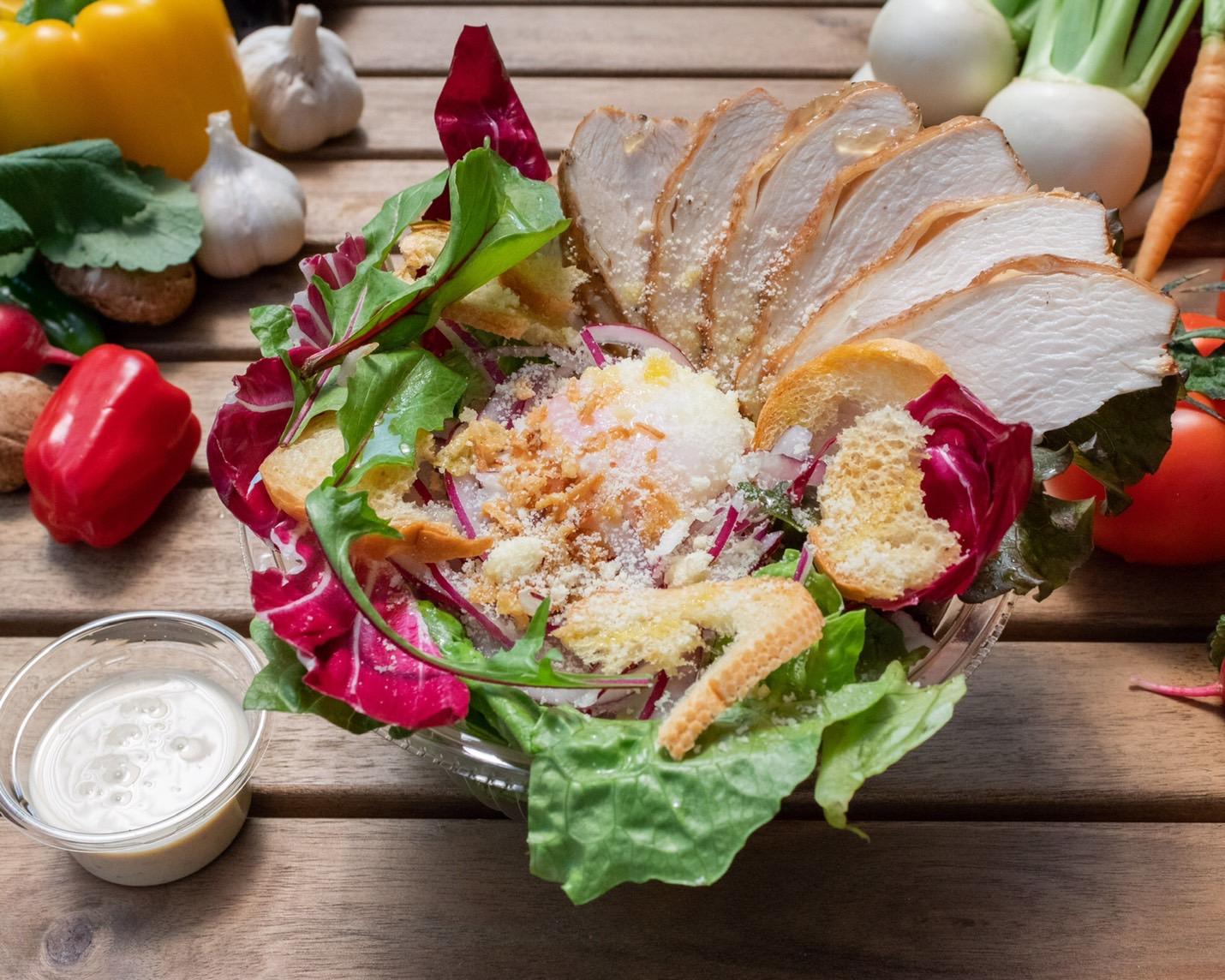 野菜labの自家製スモークチキンのシーザーサラダ