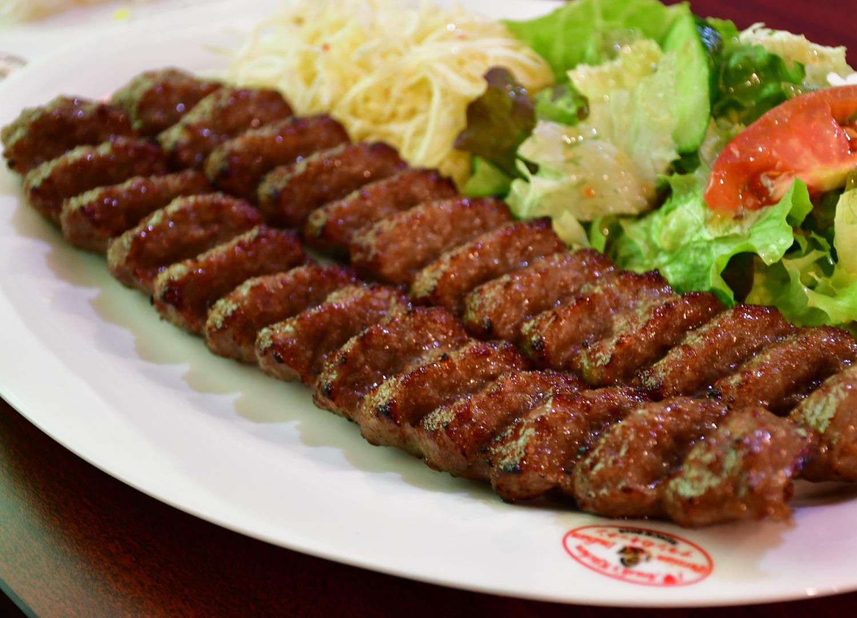 キャバブ クビデ2本  (ミンチのラム&ビーフの串は焼き) Kebab Koobideh  (2 skewers of mixed minced ground beef & lamb with seasoning)