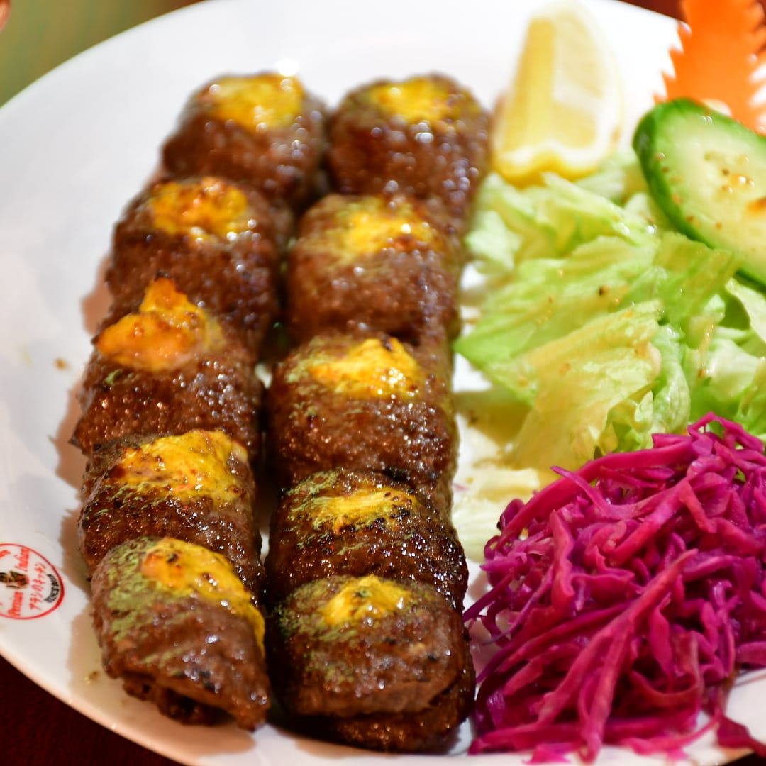 キャバブネギン2本  (ミンチの羊&ビーフの2串焼き) Kebab Negin  (2 skewers of mixed minced ground beef & lamb with seasoning)