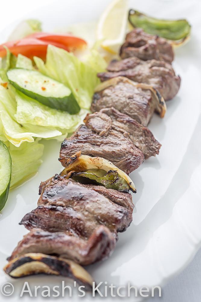 チェンジェキャバブ1本  (ラム肉のカット串焼き) Chenje Kebab  (Chunks of marinated Lamb tenderloins served with grilled onions & bell pepper)