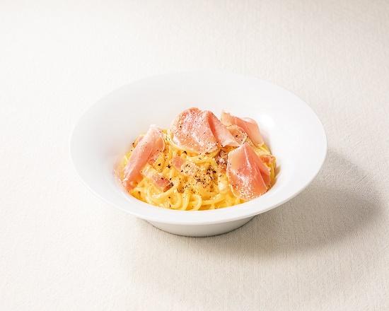 【1K】生ハムとベーコンの4種チーズのカルボナーラ