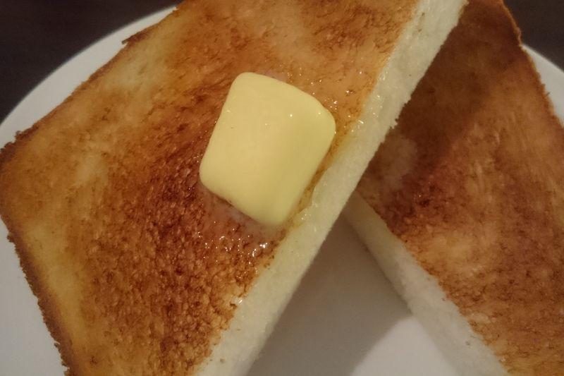 バルミューダで焼いた「厚切りトースト」